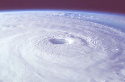 gpw-20061021-NASA-ISS007-E-14887-Hurricane-Isabel-Atlantic-Ocean-20030915-large