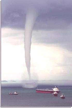 singapore_waterspout_tornado_sea